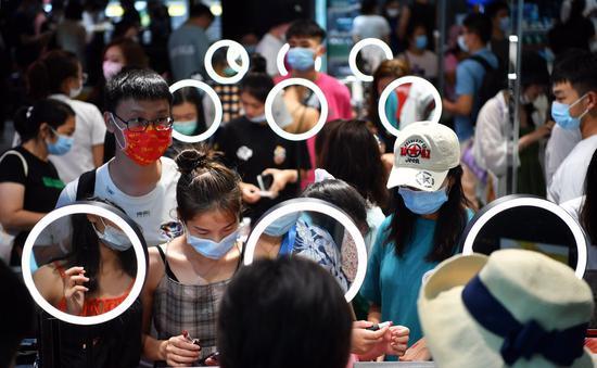 Costumers select goods at a tax-free shop in Sanya, south China's Hainan Province, Oct. 5, 2020. (Xinhua/Guo Cheng)