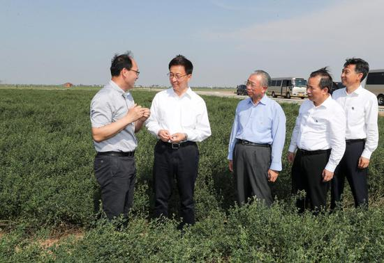 Chinese Vice Premier Han Zheng, also a member of the Standing Committee of the Political Bureau of the Communist Party of China Central Committee, inspects a modern agriculture technological innovation center of the Yellow River Delta in east China's Shandong Province, July 5, 2021. Han made an inspection tour to east China's Shandong Province from Monday to Tuesday. (Xinhua/Yao Dawei)