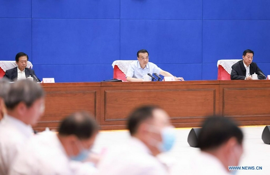 Chinese Premier Li Keqiang, also a member of the Standing Committee of the Political Bureau of the Communist Party of China Central Committee, chairs a video conference at the State Flood Control and Drought Relief Headquarters in Beijing, capital of China, July 26, 2021. (Xinhua/Ding Lin)